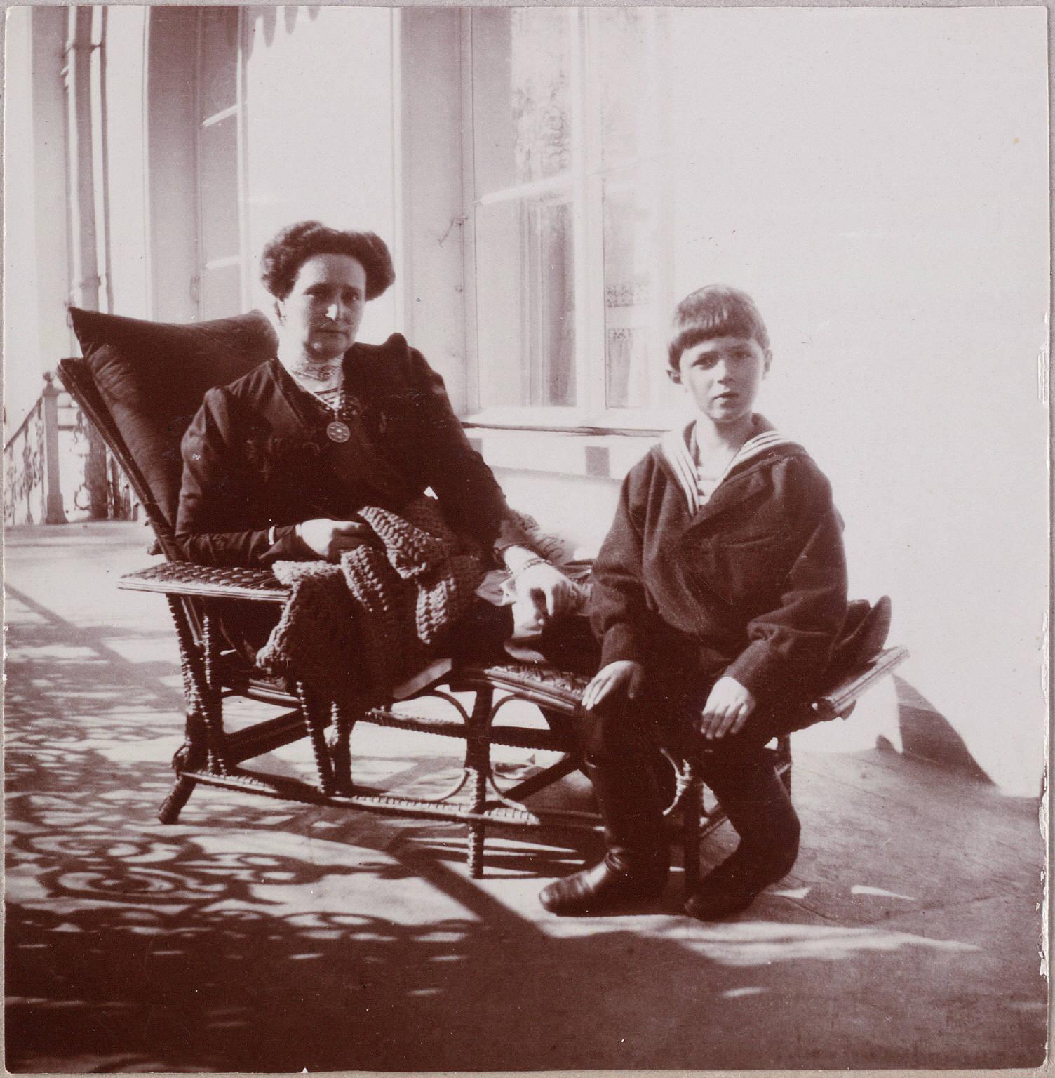 Старые фото мать и сын
